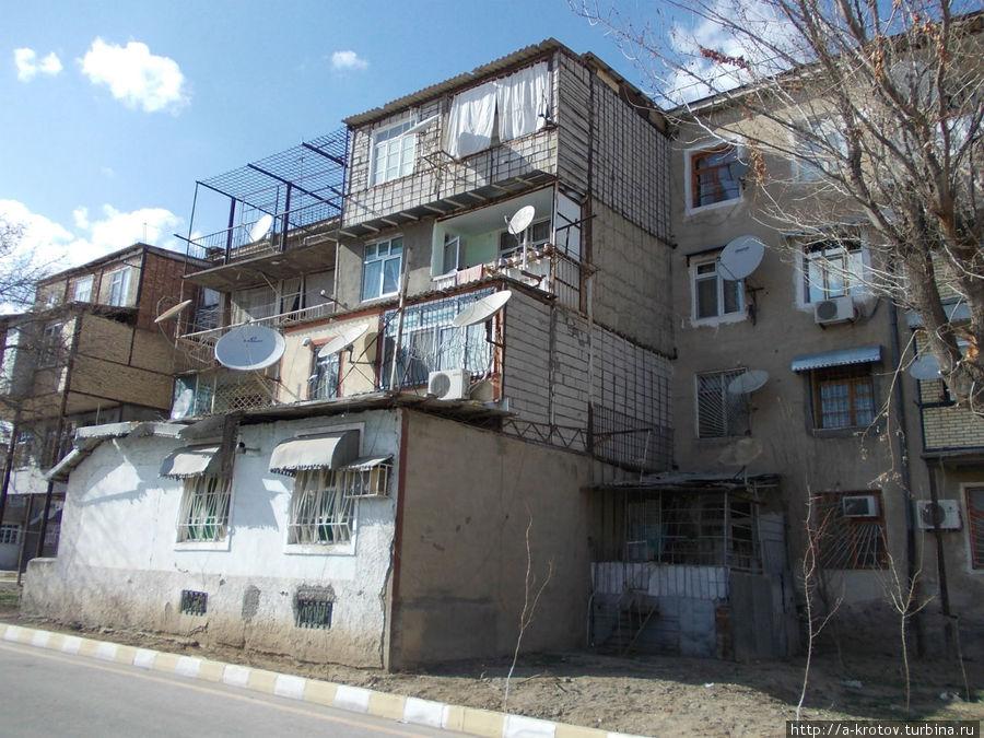 Нахичевань - город удивительных балконов (30 фото).