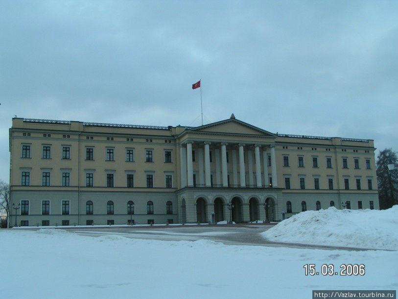 Парадный фасад дворца