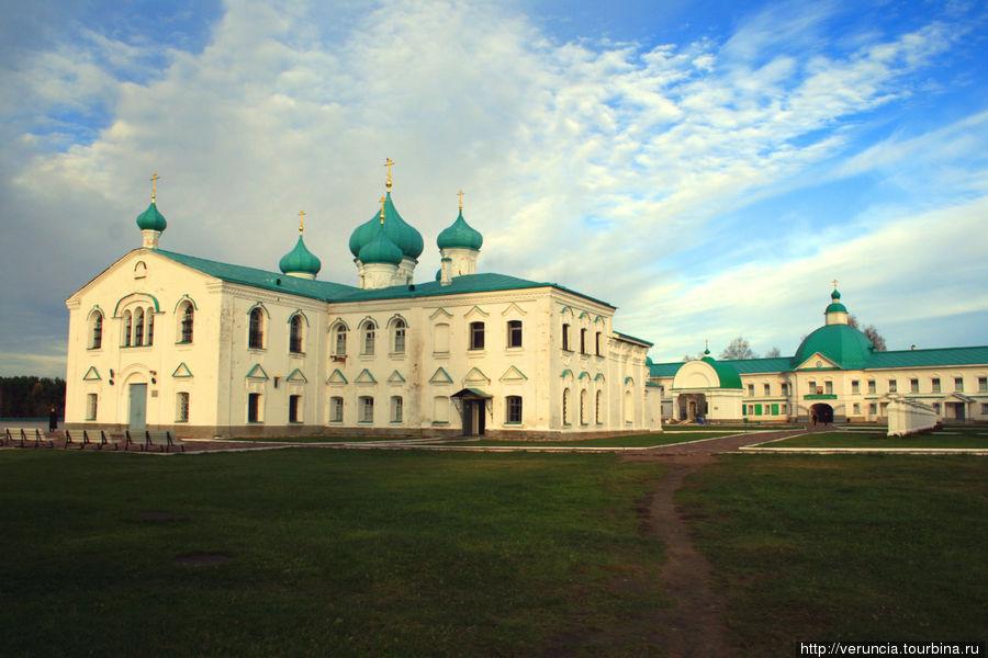 Собор Спаса Преображения и Надвратная (Николая Чудотворца) церковь Преображенского комплекса