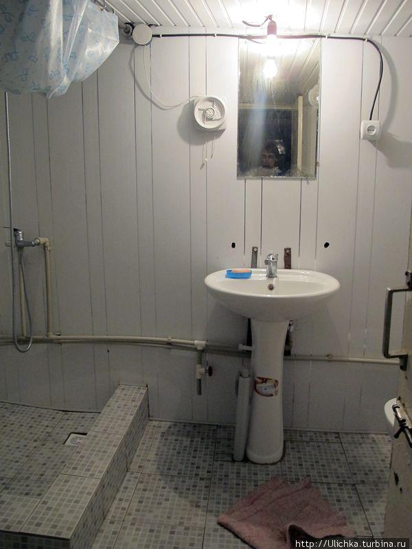 Очень понравился душ, единственно что---нужно полотенце на пол,очень холодный.(в подвале душ и туалет)