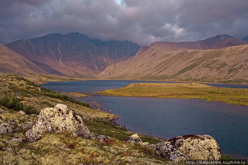 Озеро Раздельное в истоках Зелёного. Одно из незабываемых состояний.