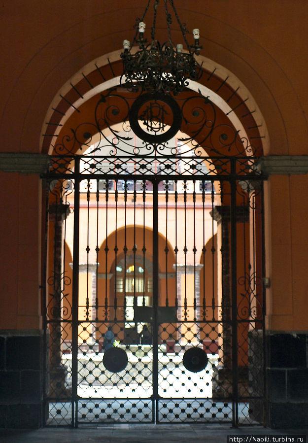 Вход в Колледж Монастыря имени Сор Хуаны, ранее монастырь