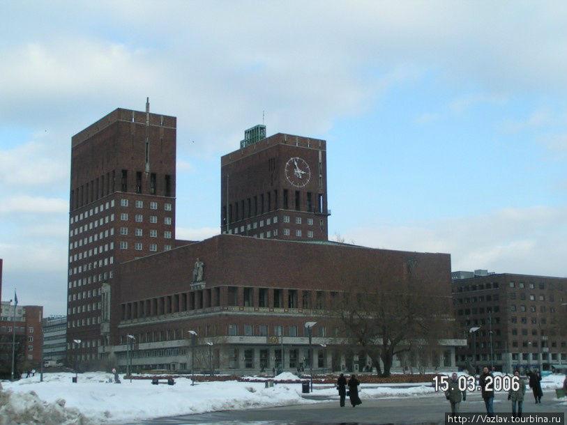 Вид на ратушу с набережной