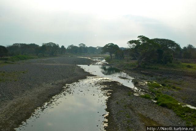 русло реки в период малой воды