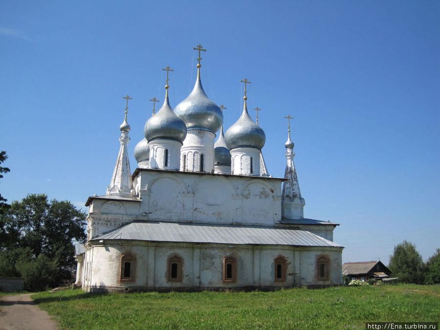 Крестовоздвиженский собор — величественный и торжественный