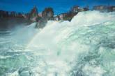Самая нижняя смотровая. Это невероятно — стоять на расстоянии в пару метров от такого мощного потока воды. Даже голова слегка кружится, когда подходишь к краю:) Шум такой, что ничего больше не слышно вокруг.