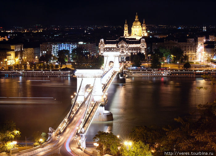 Цепной мост с видом на ба