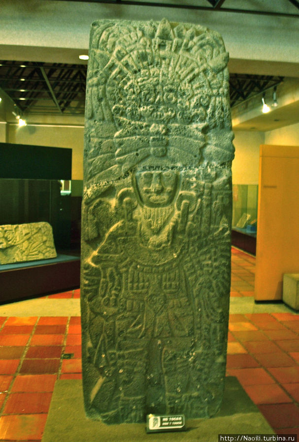 Фигура воина с чертами бога Тлалок, 185см