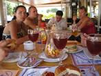 перекусываем в кафе-ресторане Каприччи — слева Серёга с Настей,справа Анжела, посередине Димон (Депутат).