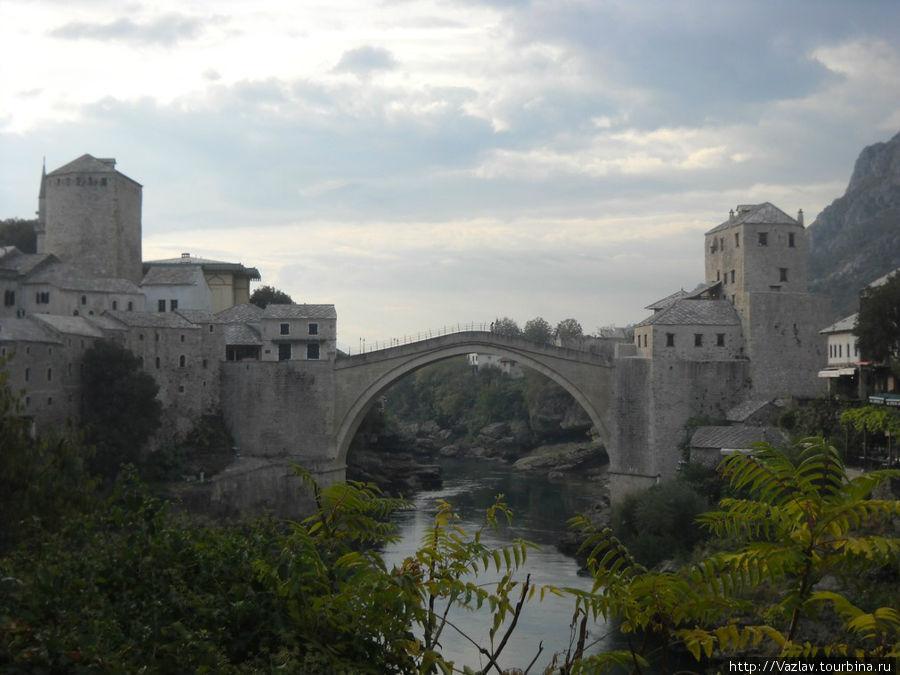 Вид на мост с восточного берега