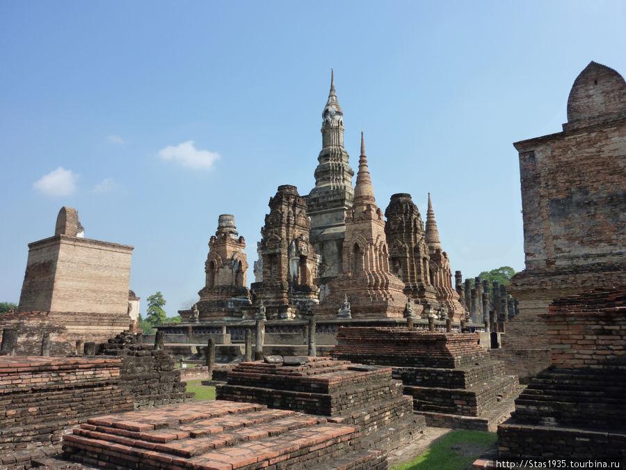 Сукотай. Храм Ват Махатхат.