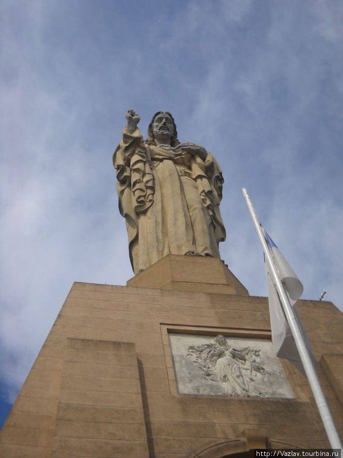 У подножья статуи Христа