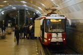 Так или иначе, сами станции в два раза длиннее, чем сами трамваи. Сюда спокойно влезет пять-шесть метровагонов.
