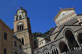 Главная достопримечательность Амальфи — церковь, в которую однажды привезли мощи Андрея Первозванного. Частица его черепа и сейчас здесь.
