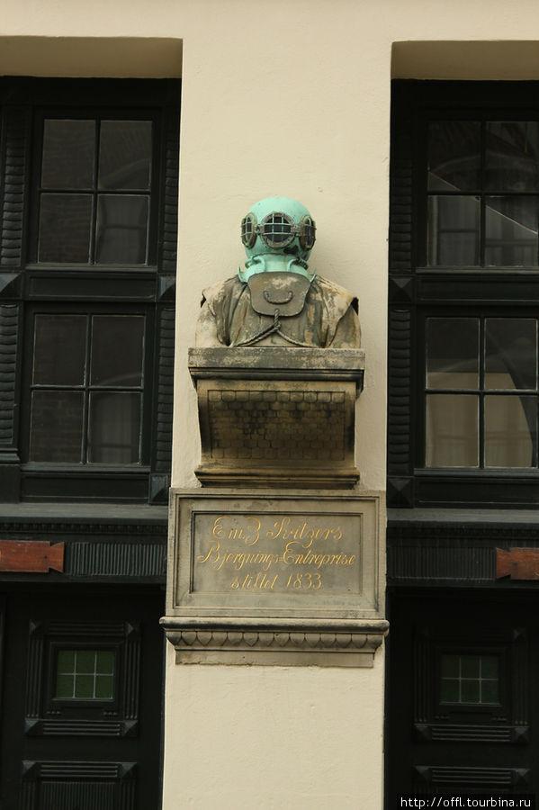 Памятник водолазу