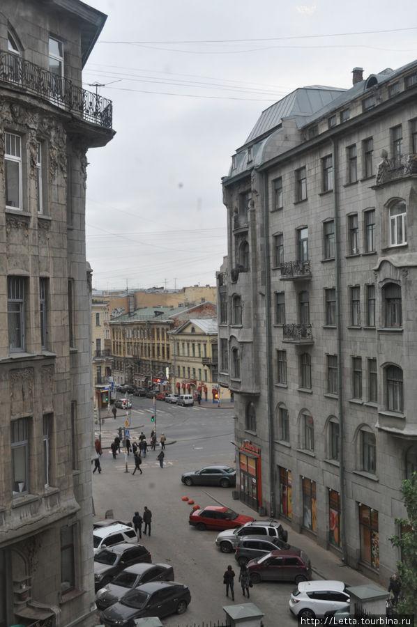 Вид из номера на Лиговский проспект