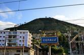 Из путеводителя: (Cefalu') — город в 70 км от Палермо к востоку на побережье Тирренского моря. Названием город обязан защищающей его скале в форме головы (