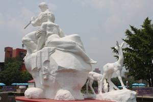 На площади Уи монумент посвященный отдыху на природе