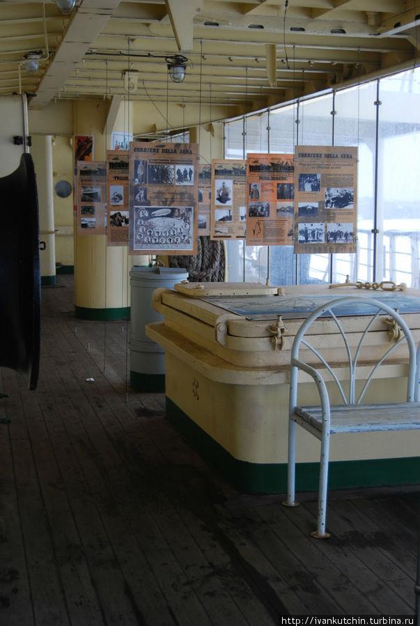 Часть экспозиции, оформленной на палубе