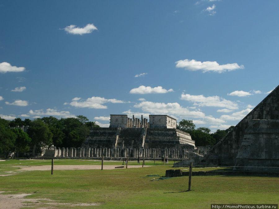 Храм воинов Чичен-Ица город майя, Мексика