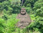 Весёлый будда, рядом со входом в монастырь