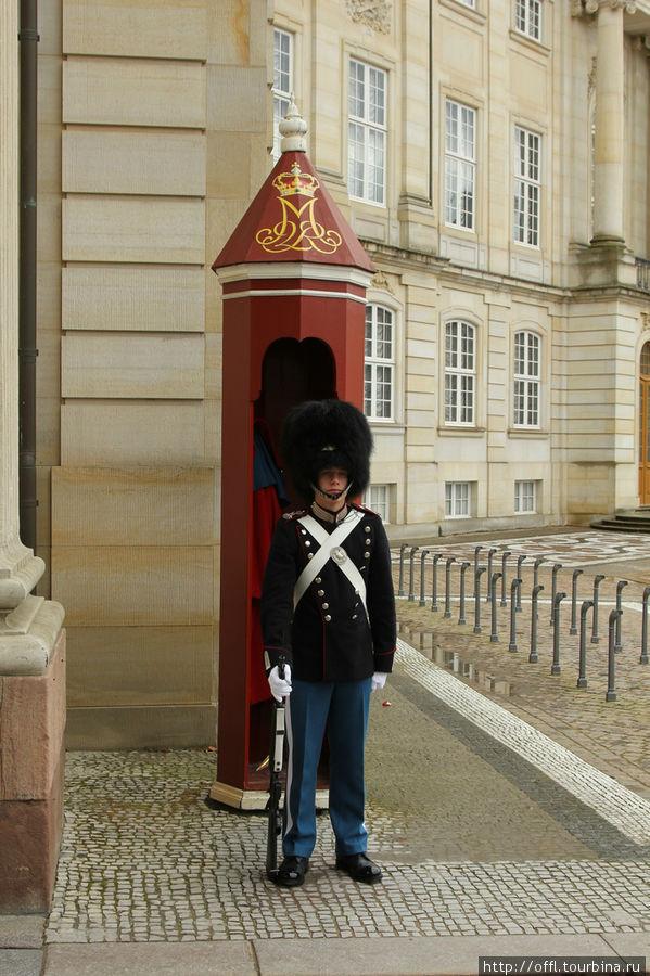 Охранник во дворце Амалиенборг