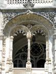 Огромная любовь к декору. Как и всюду в Португалии, впрочем.