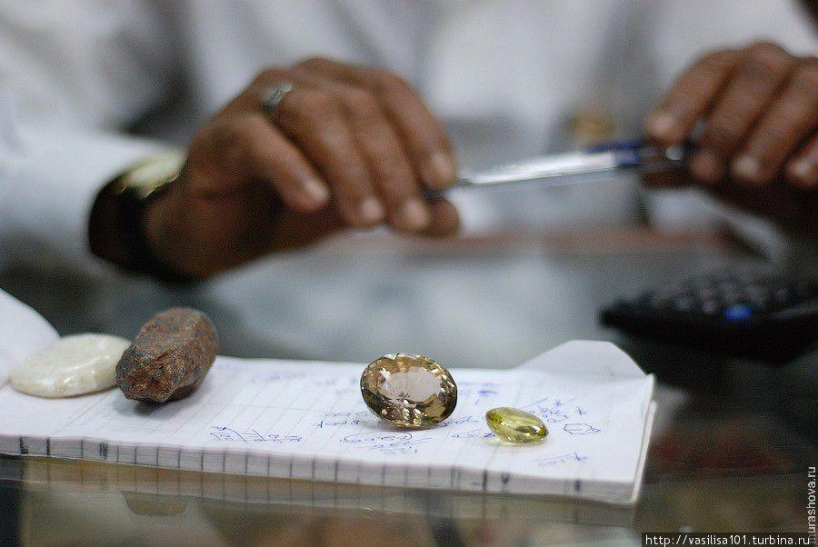 Как купить ненужный камень в форте Галле - музей с ювелиркой Галле, Шри-Ланка