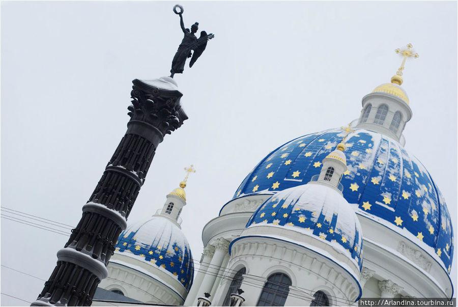 Купол собора во имя Святой Живоначальной Троицы лейб-гвардии Измайловского полка и памятник Славы
