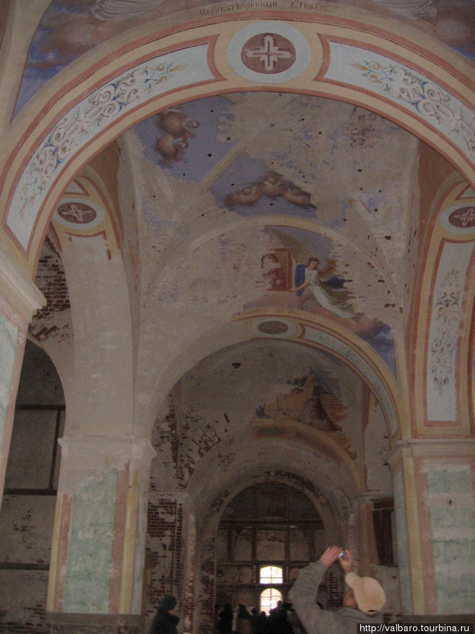 Верхний храм в процессе реставрации.