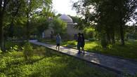 По преданиям, в мавзолее Карахана покоится прах одного из основателей могущественной династии Средневековья – Караханидов, подчинивших себе огромные территории юга Казахстана и соседних государств.