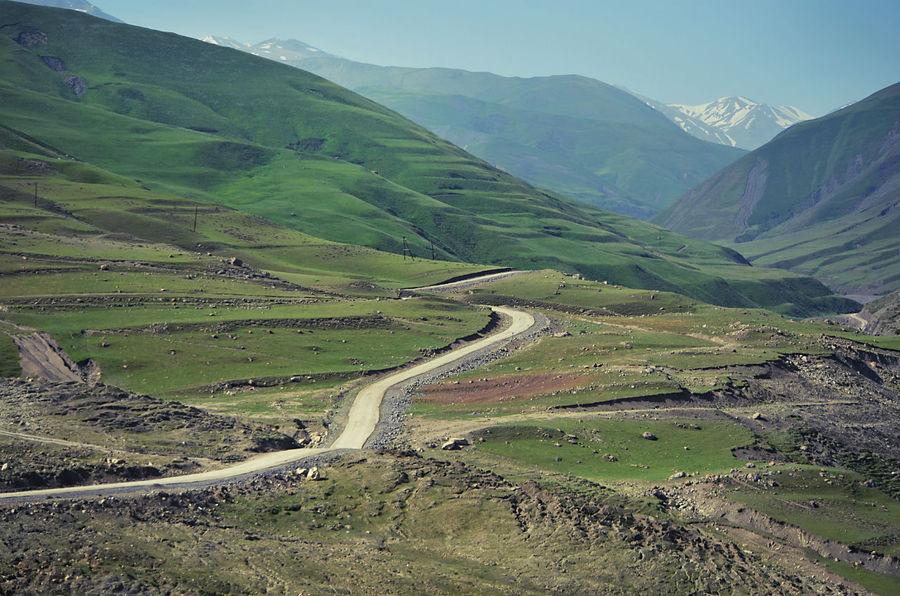 ..то расступятся, расстелив под ногами зеленую бархатистую равнину.. Хыналыг, Азербайджан