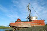 Этот рыболовецкий траллер построен в далёком 1917, ровесник революции, но как видно сохранился намного лучше её.