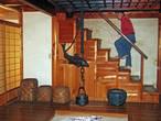 Заглянули внутрь традиционного японского дома с очагом посреди комеаты