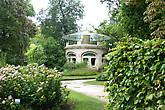 Аквариум в саду Музея Школы Нанси
