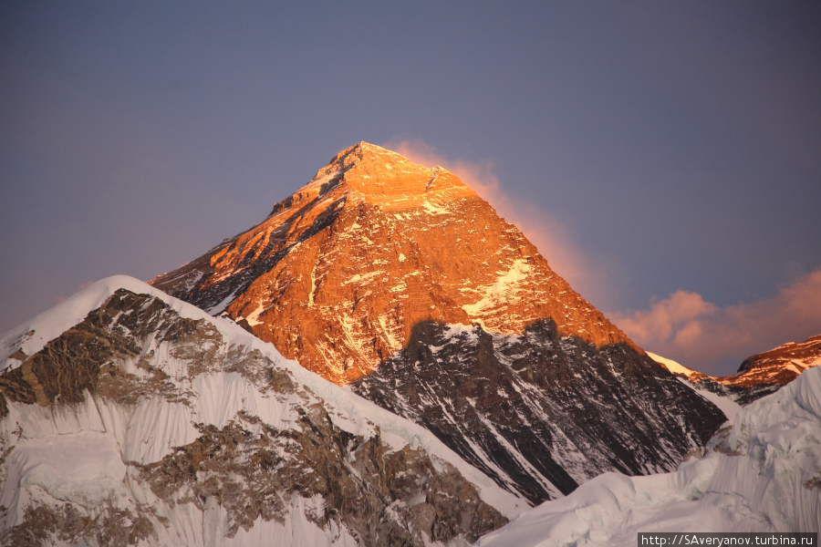 Эверест, вид с Калапаттара, расстояние до вершины по прямой- 9 км