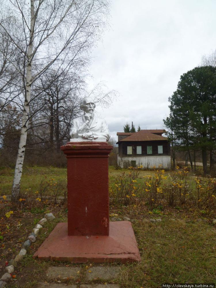 Памятник поэту в Грешнево