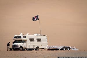 Здесь не растёт даже кактусов, хотя иногда встречаются американские бедуины: на автодомах вместо верблюдов.