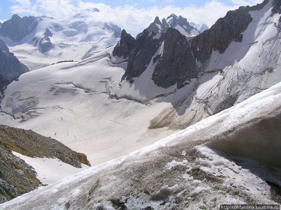 г. Каракая. Ледник Башиль, северная ветвь.