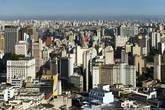 В Сан-Паулу сохранилось множество старинных зданий, музеев и церквей. В то же время Сан-Паулу — один из самых современных городов, основная его часть застроена небоскрёбами. Новых зданий практически нет, кажется, что город законсервировали в 80-е, и с тех пор он медленно стареет и разваливается.