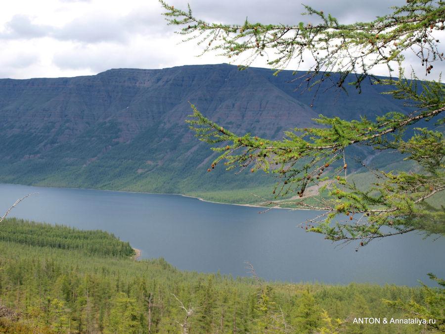 Вид на озеро Лама от подножия водопада.