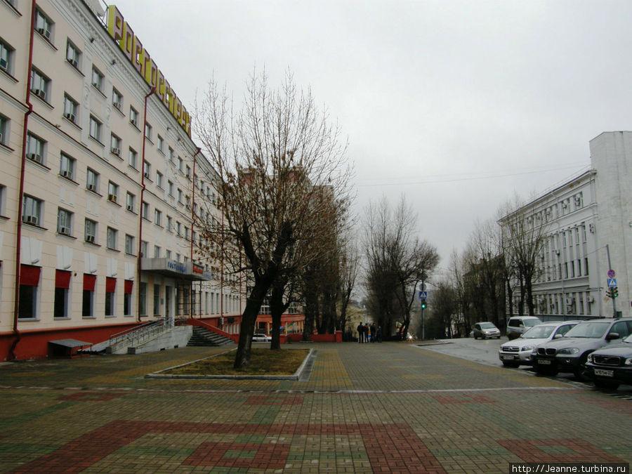 От площади Ленина спускаюсь вниз по улице Пушкина.