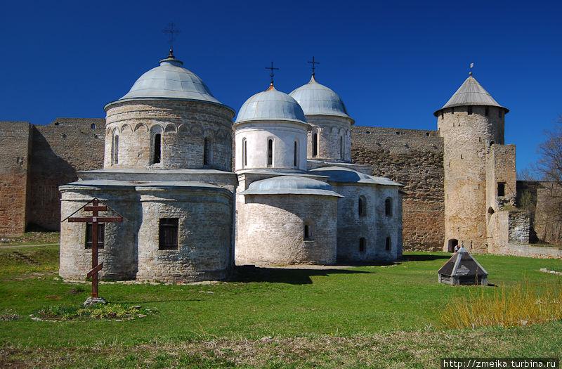 Церковь, собор и Воротная башня крепости