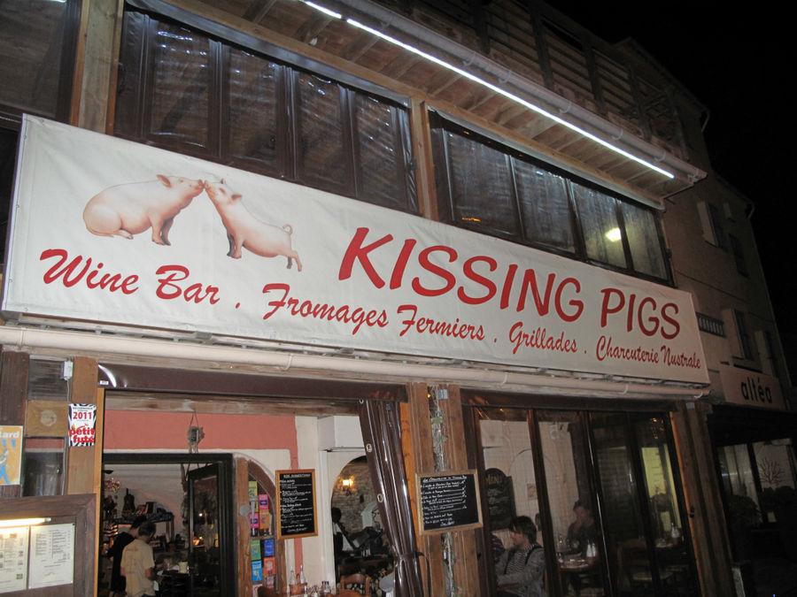 Вы ни разу не видели, как свиньи целуются? Признаюсь, я раньше тоже