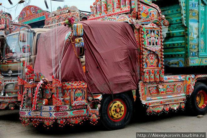 На дорогах в Пакистане вс