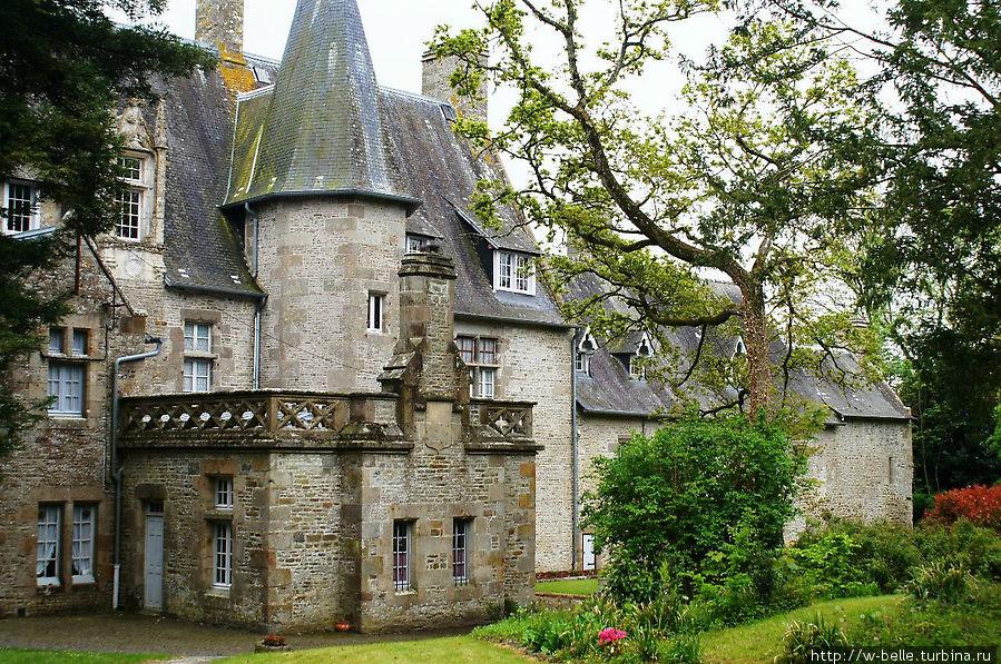 Замок со стороны парка.