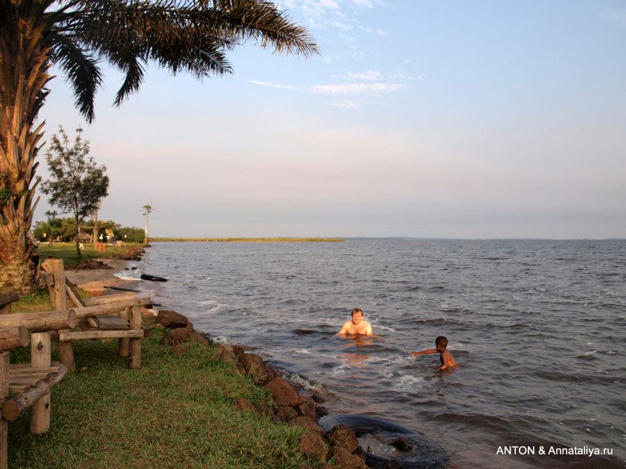 Купание в озере Набугабо