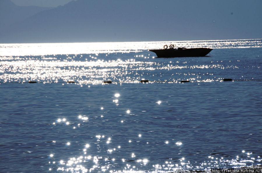 вечереет...море  Средиземное в солнечных бликах