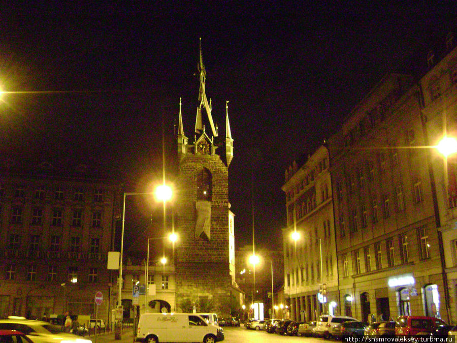 Башня ночью