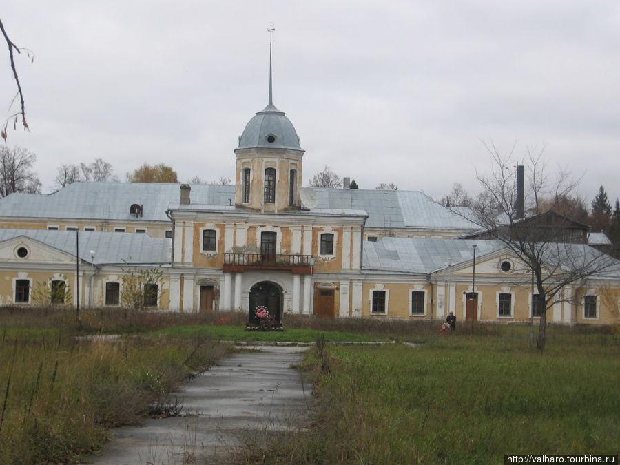 Фасад дворца.
